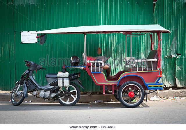 tuk-tuk-in-phnom-penh-cambodia-d8f4kg